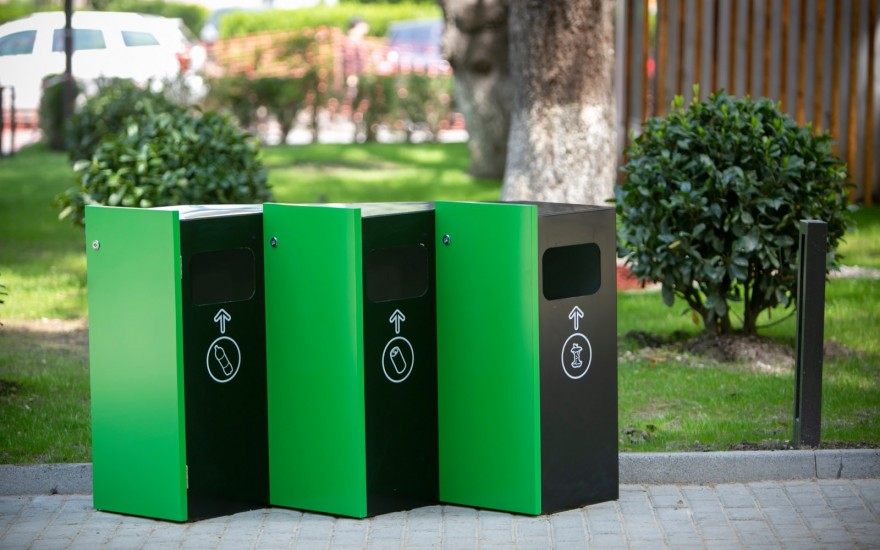 კოსტავას ქუჩაზე ავტოფარეხები გამწვანებული ტერიტორიით ჩანაცვლდა