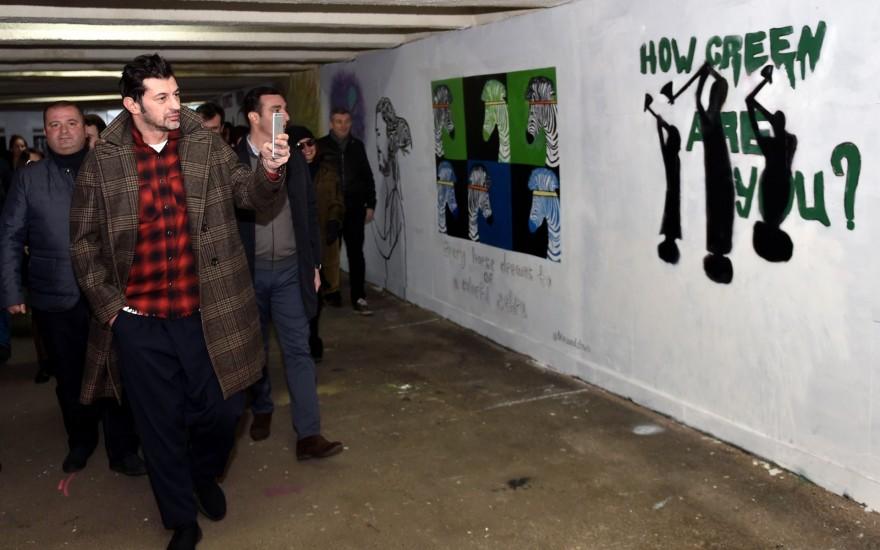 გმირთა მოედნის მიწისქვეშა გადასასვლელში კედლების მოხატვა დასრულდა